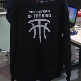 Mostra de suéter negro por impresora de camiseta A2 WER-D4880T